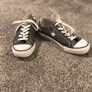 Women's size 6 converse. Like new condition!